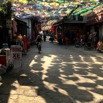 ハノイ郊外のシルクの村「ヴァンフック(Van Phuc)」へ行ってきました。