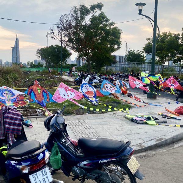 Thủ Thiêm地区で凧揚げ